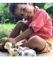 Tikiri Farma – hrkálka a hryzátko z prírodnej gumy-psík